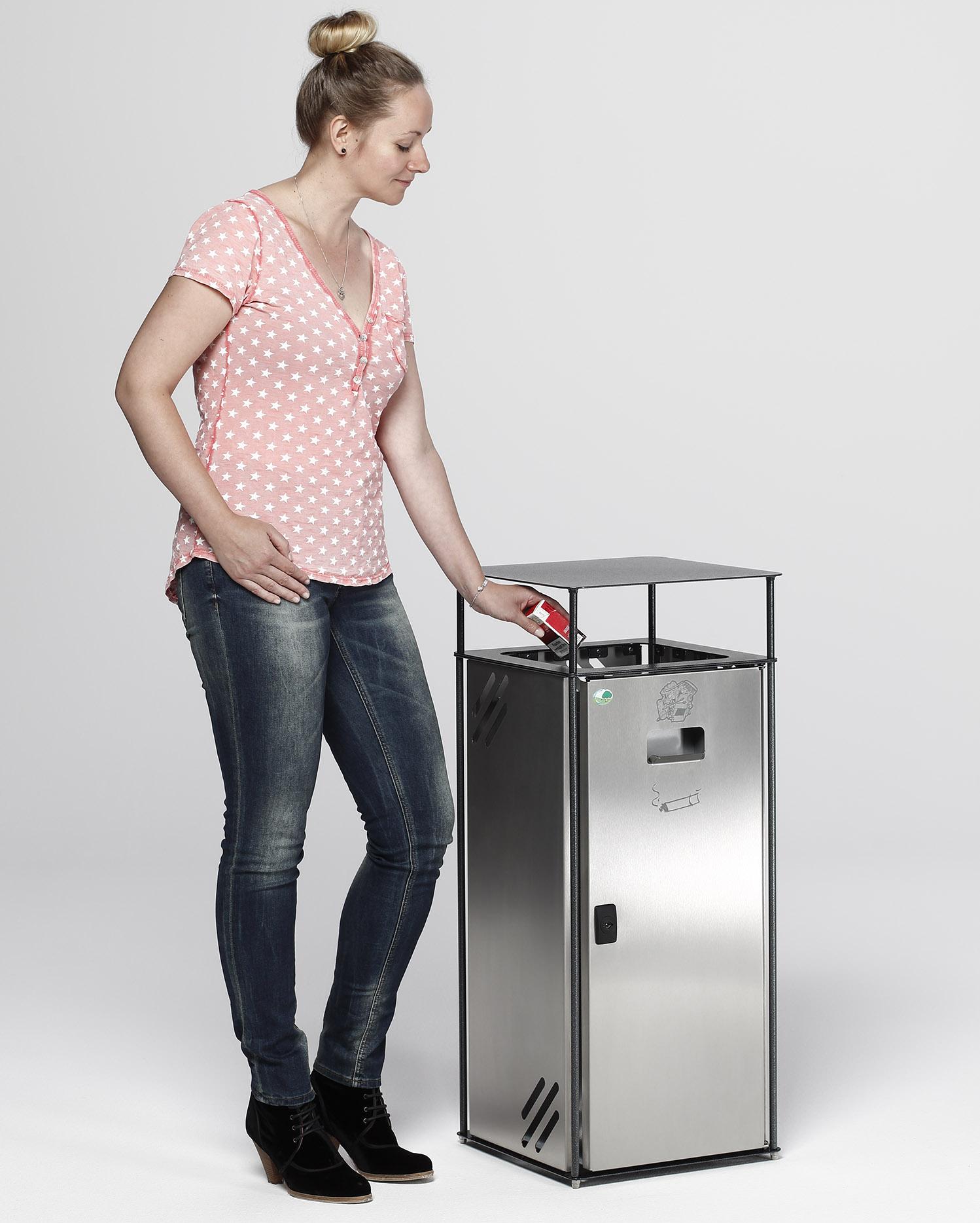 Abfallsammler 'B40' mit Ascher in Eisenglimmeroptik, mit Bsp. Müllentsorgung Einwurfrahmen