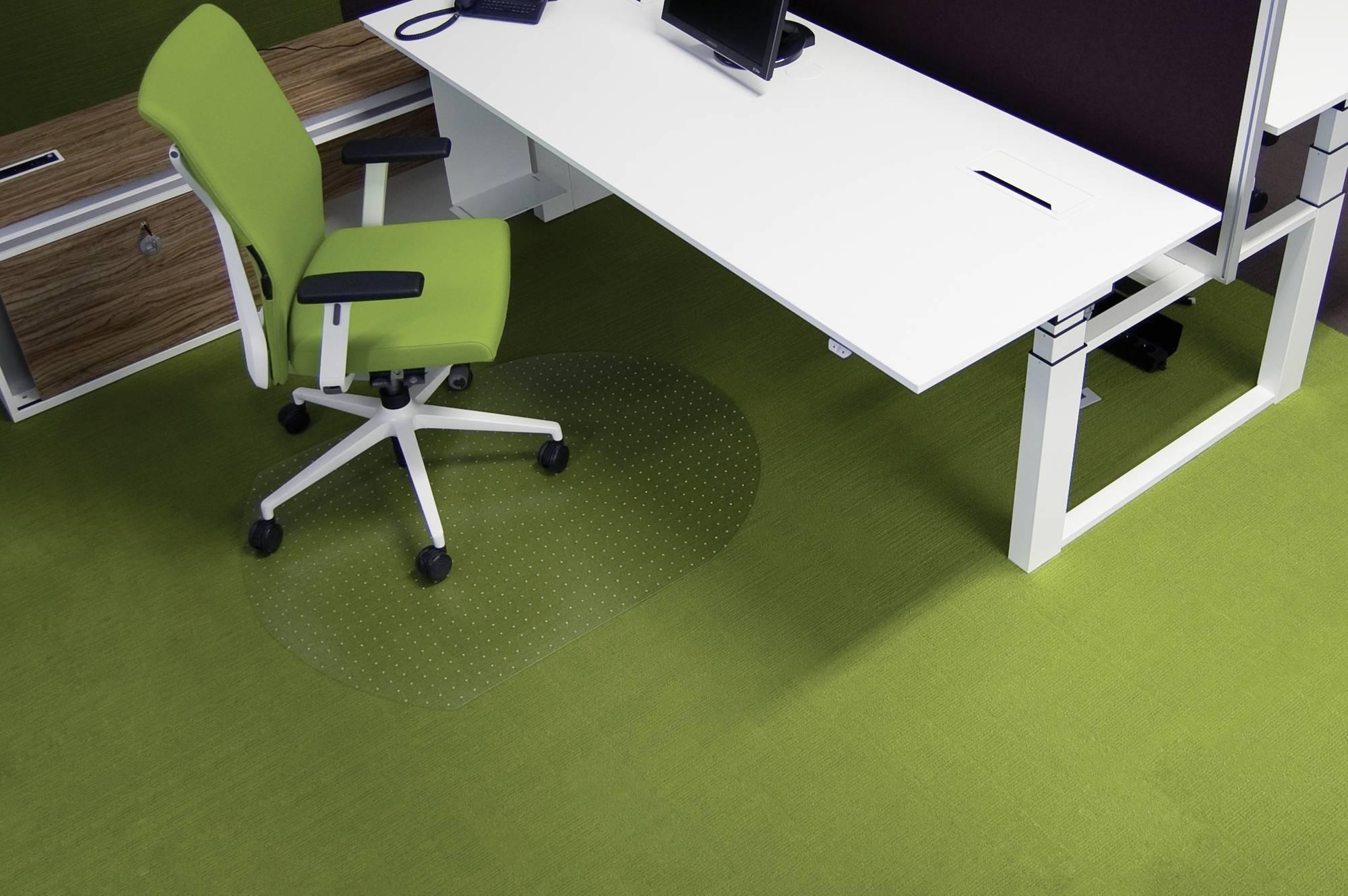 Anwendungsbeispiel transparente Bodenschutzmatte für Teppiche 1,20 x 0,90 m