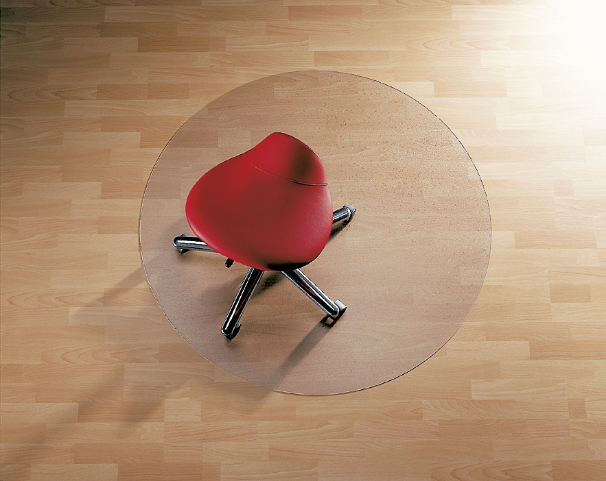 Anwendungsbeispiel Bodenschutzmatte für glatte Böden mit Bürostuhl und einem Durchmesser von 1,20 m